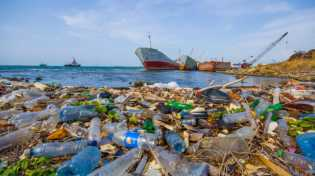 2030 Lebih Banyak Sampah Plastik Daripada Ikan di Laut