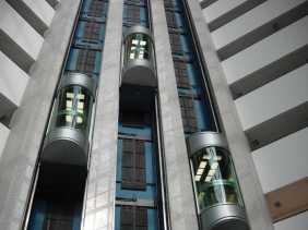 Lift Berisi Enam Orang Jatuh Dari Lantai 95 Gedung 875 North Michigan Avenue, Chicago