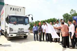 Wawako Pekanbaru Lepas Satu Kontainer Bantuan Gempa Palu dan Donggala