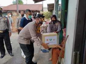 Kapolresta Pekanbaru salurkan Bantuan 10 Ton Beras dari Yayasan Budha Tzu Chi Indonesia