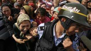 Muslim Uighur Dilarang Jalankan Ibadah, Hingga  Kerja Paksa di Pabrik
