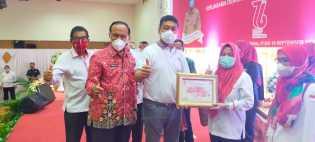 PMI Tampan Terima Penghargaan Pendonor Terbanyak