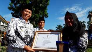 SMPN 4 Pekanbaru Raih Penghargaan Kemendikbud Sekolah Sahabat Keluarga