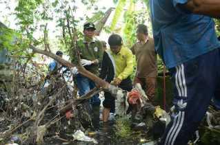 Walikota Bersama Masyarakat Goro Bersihkan Drainase dan Anak Sungai