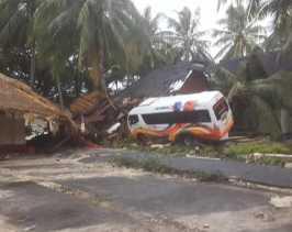 Panik Air Laut Naik, Warga Pasir Tanjung Labuan Berhamburan Keluar Rumah