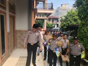 Tim JB Polsek Payung Sekaki Kunjungi 3 Warga Tidak Mampu