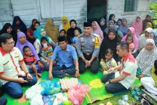 Sambangi Seorang Janda Buruh Cuci. Wakapolresta Pekanbaru : Indahnya Berbagi
