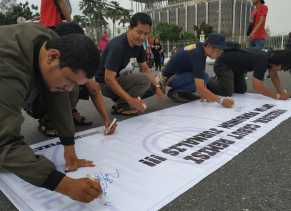 Tuntut Cabut Remisi Jokowi, Jurnalis Pekanbaru Gelar Aksi di Tugu Zapin