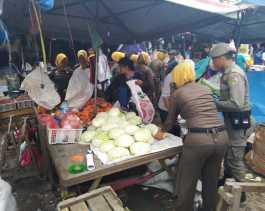 Satpol PP Pekanbaru Tertibkan PKL Pasar Pagi Arengka