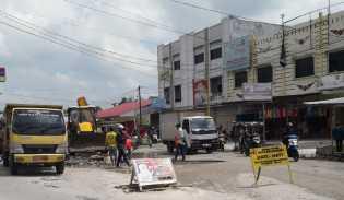 Dinas PUPR Perbaiki Jalan Rusak di Suka Karya
