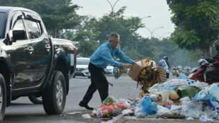 DLHK Pekanbaru Amankan Puluhan Warga Buang Sampah Sembarangan
