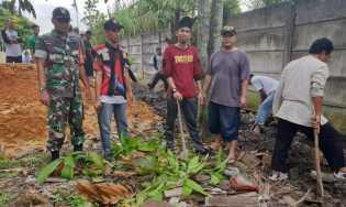 Antisipasi Banjir, Lurah Sidomulyo Timur Goro Bersama Masyarakat