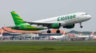 Viral, Ketinggalan Penerbangan, Penumpang Wanita Kejar Pesawat hingga ke Landasan Pacu