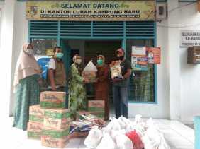 Lurah Kampung Baru Bersama RW Siaga Distribusikan Bantuan Tahap Dua