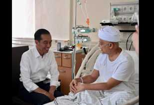 Sebelum Pelantikan Kepala BNPB, Jokowi Jenguk Ustaz Arifin Ilham di RSCM