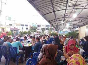 Masjid Alhuda Pekanbaru Sedian Makanan Berbuka Puasa Gratis Bagi Masyarakat