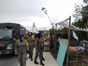 Berdagang di Area RSUD dan Jembatan Siak IV, PKL Ditertibkan