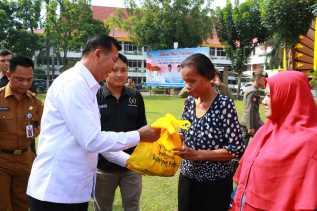 Yayasan Pewarta Bersama Alfamart Salurkan 235 Paket Sembako