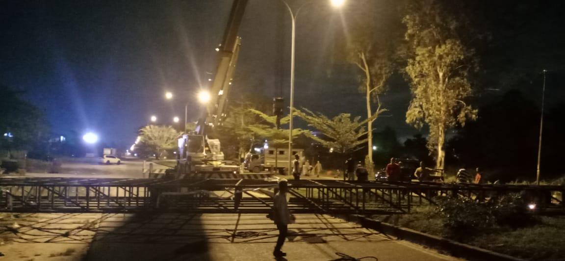 Langgar Permen PU, Satpol PP Pekanbaru Potong Bando di Soekarno Hatta