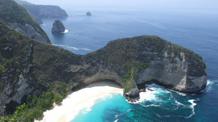 Ada Pantai Cantik yang Tersembunyi di Nusa Penida, Bali