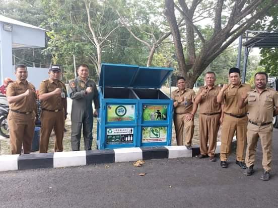 DLHK Pekanbaru Distribusikan Tong Sampah di Lanud dan Paskhas