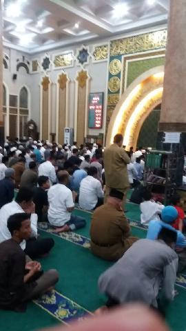 Tutup tahun 2018, Warga Pekanbaru Padati Mesjid Agung Ar-Rahman